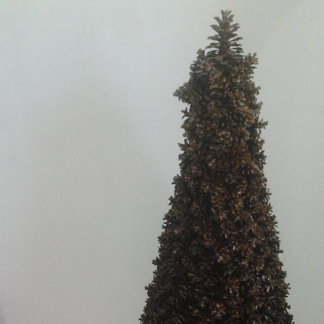 Pine Cones Christmas Tree