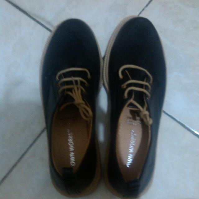 Sepatu OWN WORKS