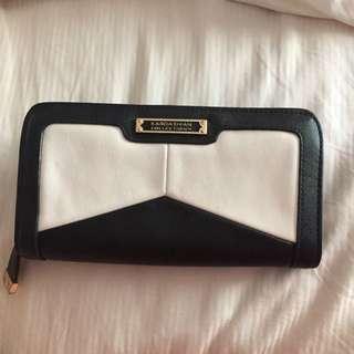 Kardashian Kollection White And Black Wallet