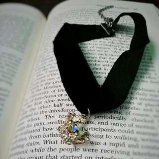 choker crown pendant