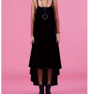黑色絨布細肩帶長洋裝