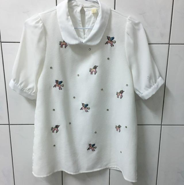 刺繡 飛馬 白色上衣