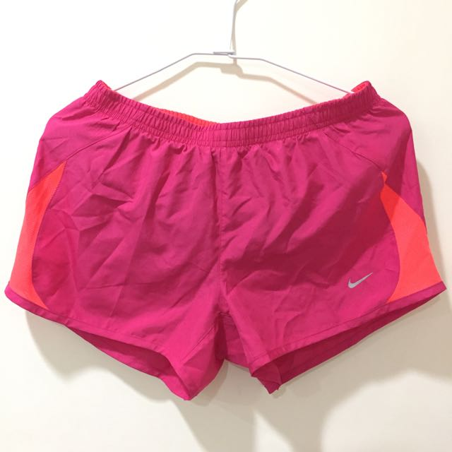 NIKE女生運動短褲
