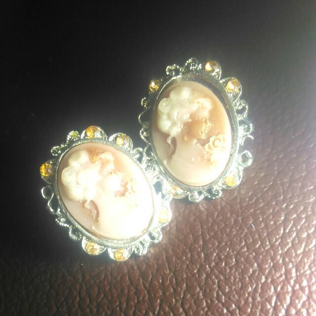 Vintage Girl Earings