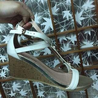 Beso白色涼鞋  氣質 寶石