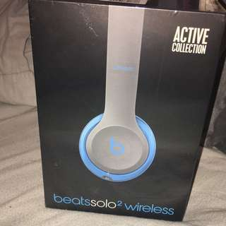 beats solo2 wireless in blue and black