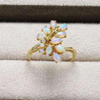 18K金 澳洲天然小小蛋白石戒指 漂亮的遊彩 簡單大自然風 雅緻好品味