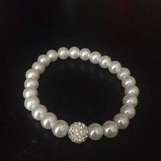 Pearl Bracelet With One Sparkly Pearl!