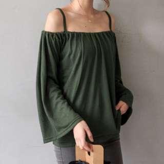 細肩帶ㄧ字領針織上衣