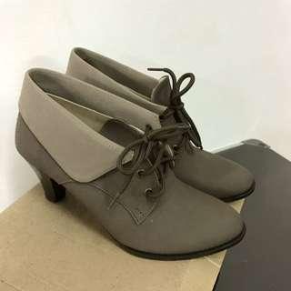 反摺可可色短靴全新22.5