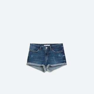 Zara合身曲線牛仔短褲
