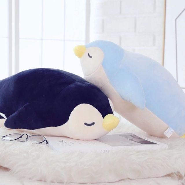 【預購】羽絨棉可愛企鵝絨毛玩具55CM 企鵝玩偶 企鵝造型娃娃公仔 企鵝抱枕 午睡枕 靠墊 安撫娃娃 交換禮物 生日禮物