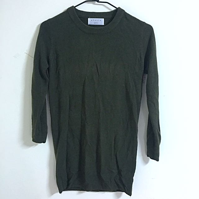 軍綠薄針織上衣