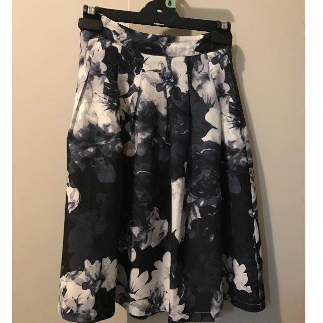 Dotti Mid Legnth Skirt size 6