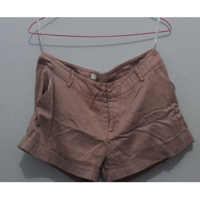 Hot pants pink