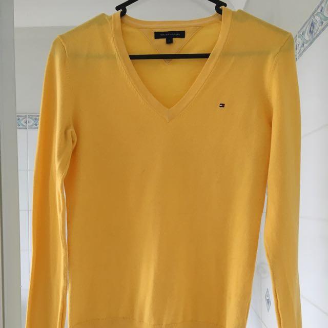 Tommy Hilfiger V neck sweater Size Small