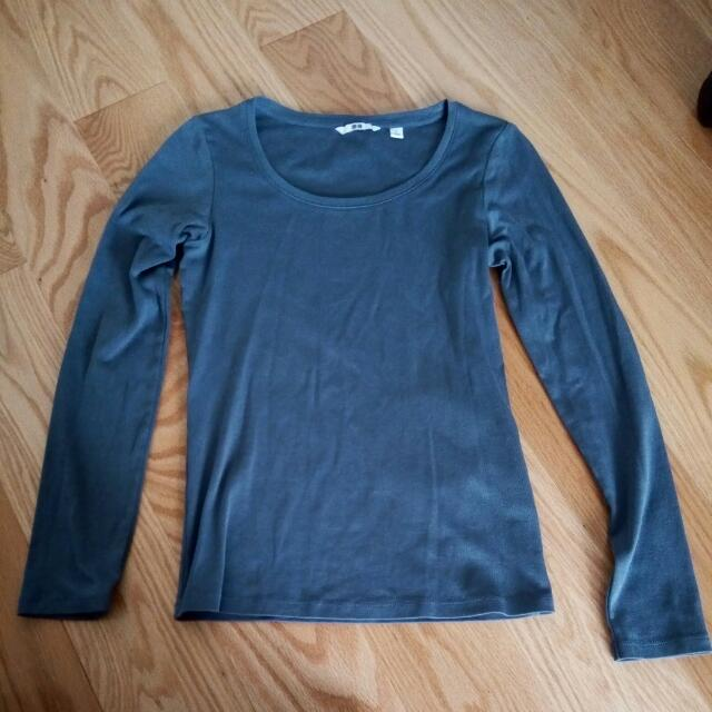 Uniqlo Women's Long-Sleeve T-Shirt Size Small