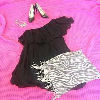 One-shoulder flowy Black dress