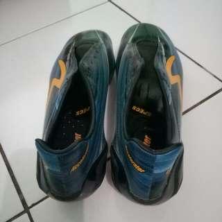 Sepatu Bola MERK SPECS Accelerator Lazer Ukuran 40