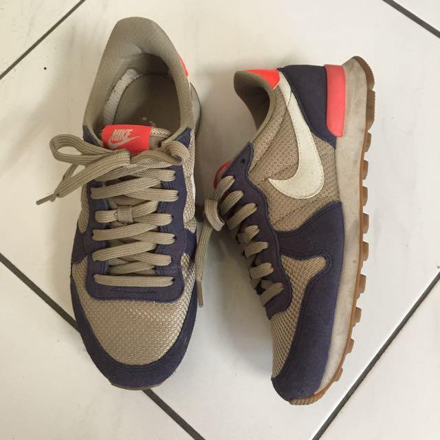 Nike 復古慢跑鞋