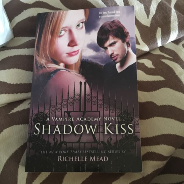 Shadow Kiss - 2nd Novel In The Vampire Academy Series