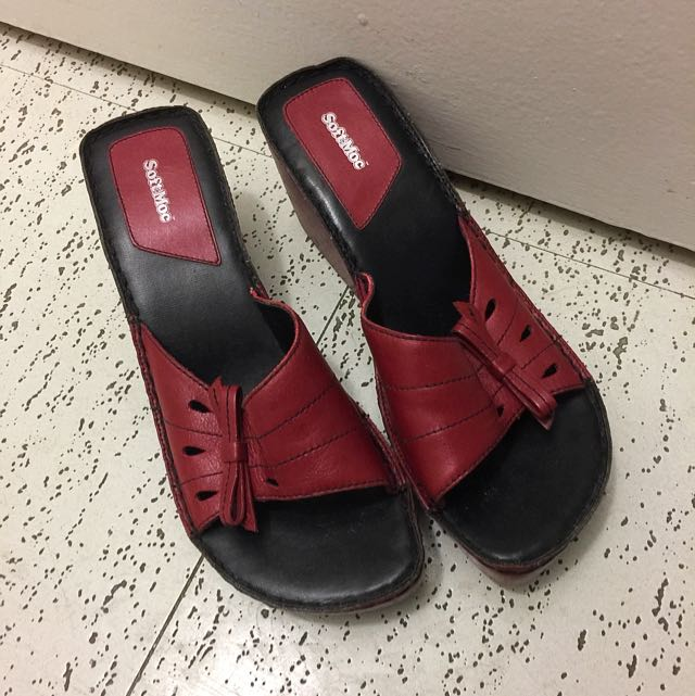Softmoc sandals with pumps