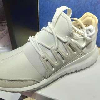 徵此adidas鞋44号