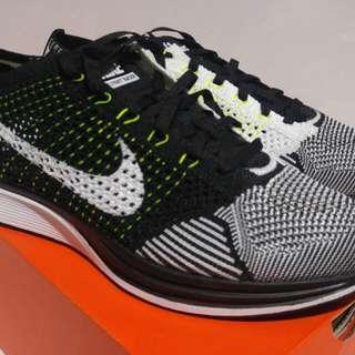 Nike Flyknit Racer Bolt