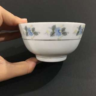 5- piece Vintage Bowls