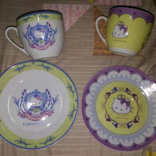 """100%新。 """"Crabtree & Evelyn x Hello Kitty """"。2012 限量版。兩套茶杯連碟。 有原盒,不作散賣"""