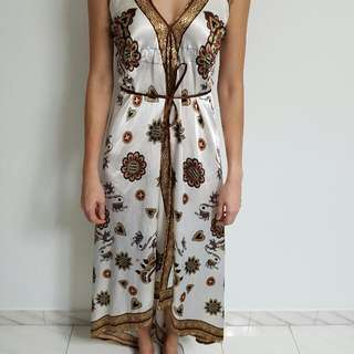 long flared long dress. free size. length 98cm tip from wrist.
