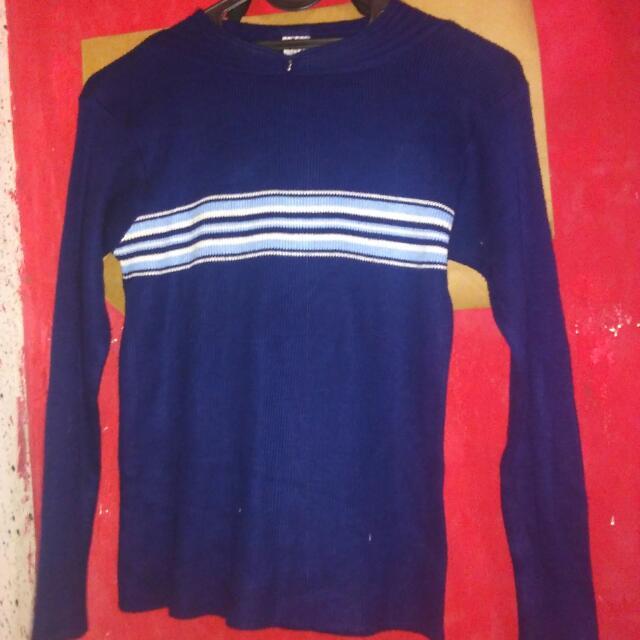 Sweater Navy Masih Bagus
