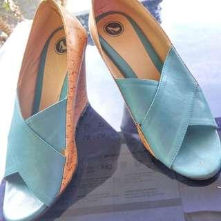 Sandal Sepatu Hils Baru Di Pakai Sekali