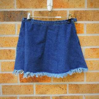 Subtitled High-waisted Frayed Denim Skirt