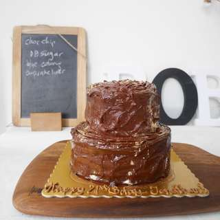FREE DELIVERY: TIERED CAKES