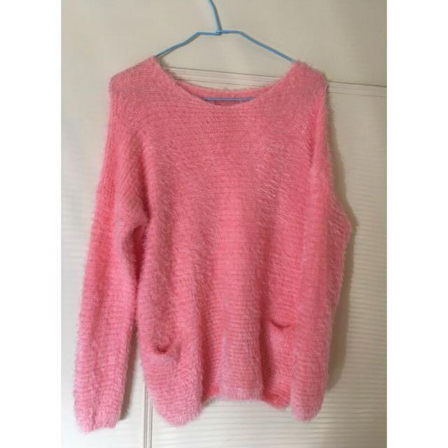 粉紅色毛衣