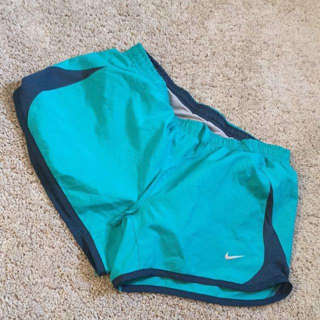 nike workout shorts size small