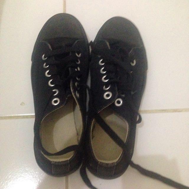 Sepatu Keds Beli Di Uniqlo