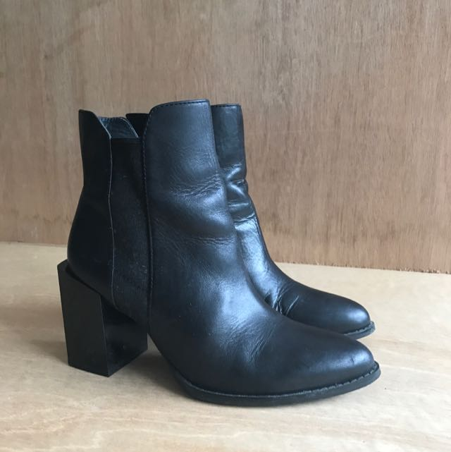 Wittner Size 7 Black Boot