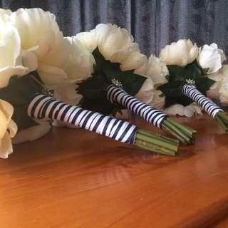 4x Silk Bridesmaid Bouquets Cream & White