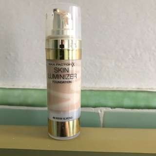 Max Factor Skin Luminizer Foundation. 45 Warm Almond.