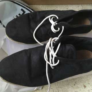Sepatu Suede
