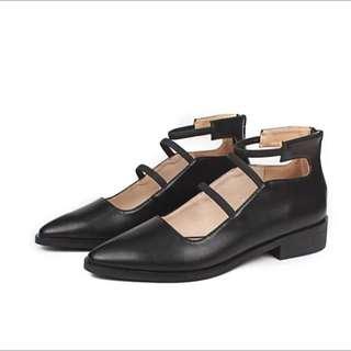 黑色尖頭繫帶粗跟皮鞋涼鞋