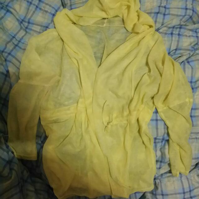 連帽黃色外套