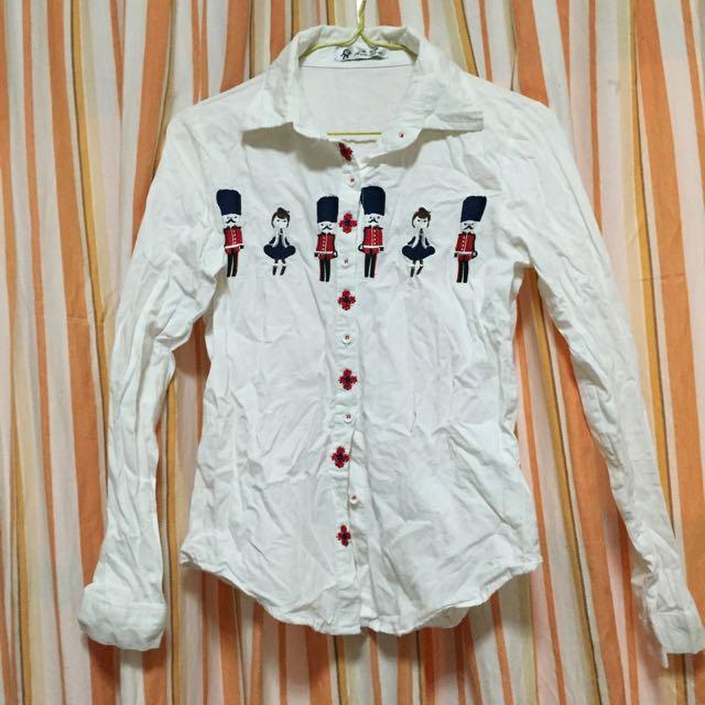 刺繡白色襯衫