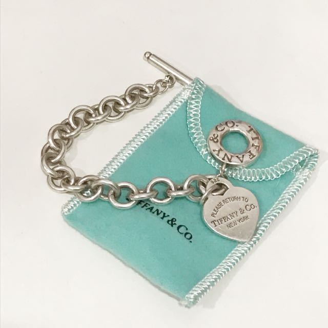 ae56aff60 Authentic Tiffany & Co Heart Tag Toggle Bracelet, Women's Fashion,  Accessories on Carousell