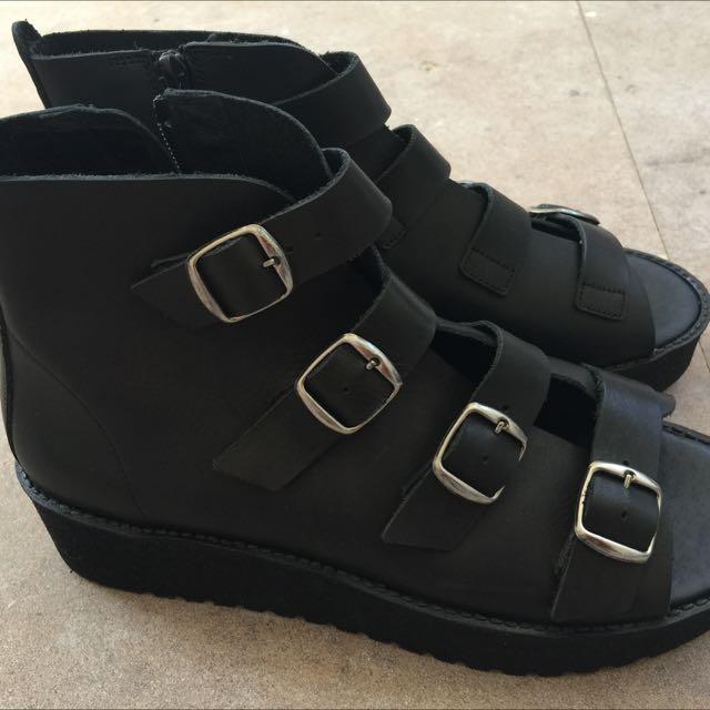 Brand new, Tony Bianco shoes. Size 9.