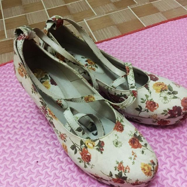 Cream Flowery Heels