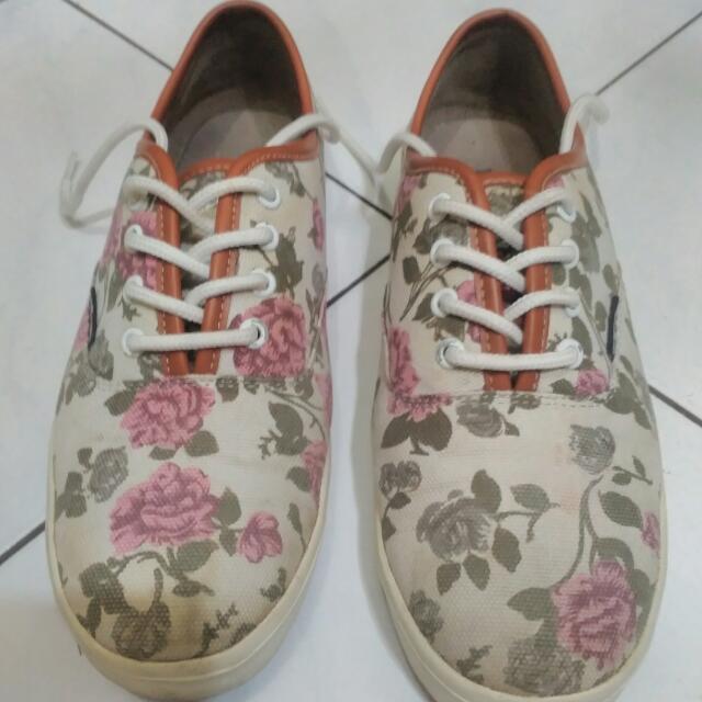 Dane & Dine Flower Sneakers