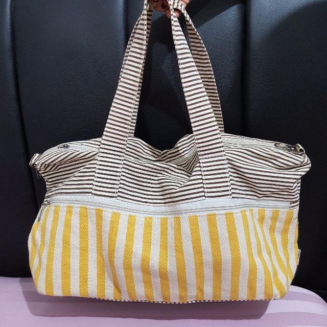 Handbag motif garis
